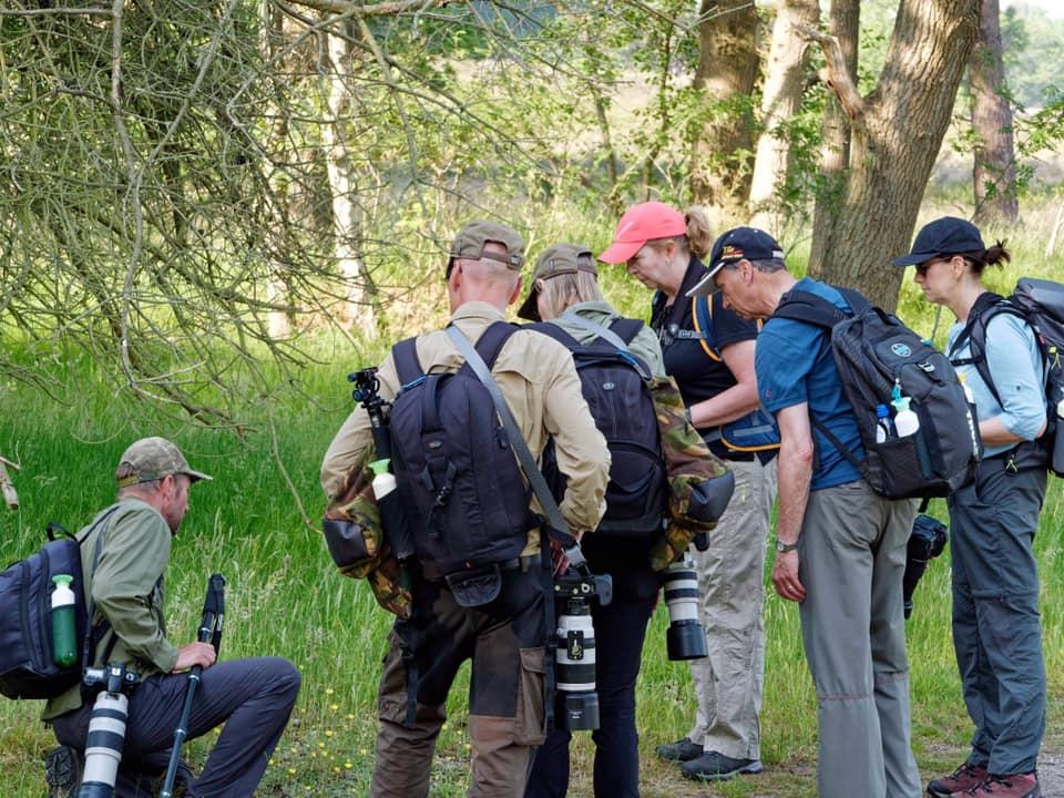 Chris de Nooijer laat een mooie ontdekking zien aan de groep