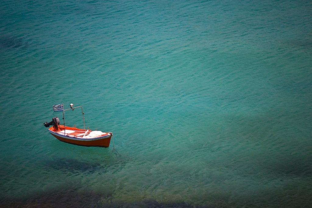 Bootje in de zee Griekenland